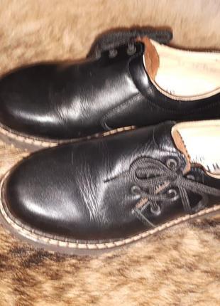 Кажаные школьные туфли richter 33р