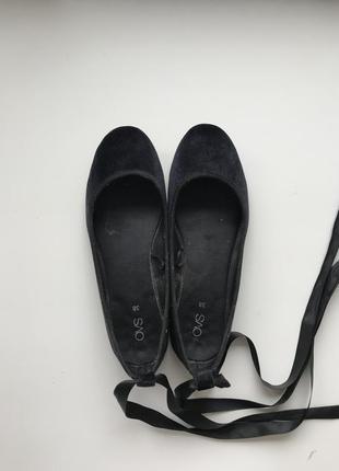 Черные бархатные балетки на завязках