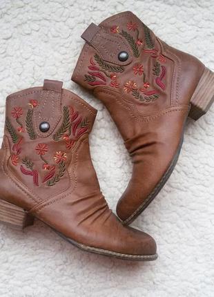Ботинки с вышивкой marco tozzi