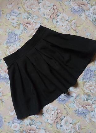 Замечательная чёрная мини-юбка
