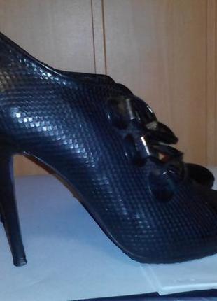 Туфли familiare 39 размер. идеальное состояние. кожа