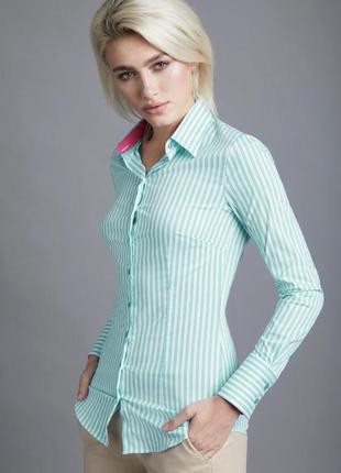 Зелёная рубашка в мелкую полоску
