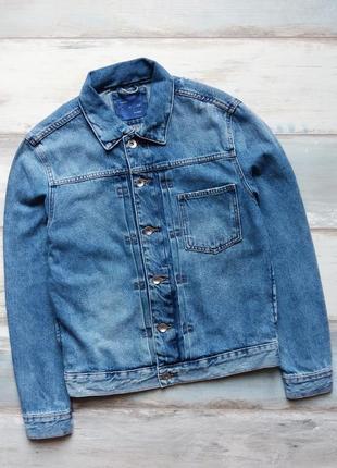 Джинсовая куртка zara с фабричными потертостями