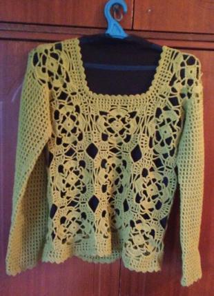 Вязанный свитер ручной работы