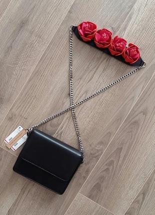 Маленька черная сумка mango с крутым ремнем