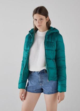 Новая куртка на осень bershka (xs,s,m,l) синтепоновая с капюшоном