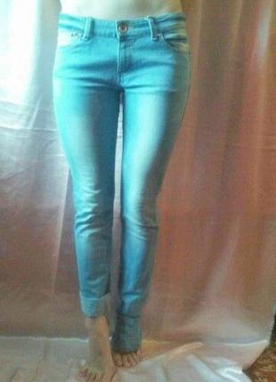Яркие джинсы jennyfer