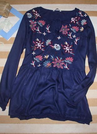 Красивезная блуза баска с вышивкой большого размера