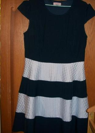 Отличное платье плотной ткани