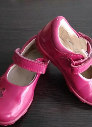 Туфли лаковые clarks со светящейся подошвой
