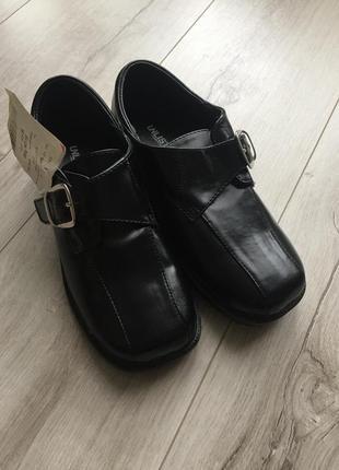 Шкільні туфлі