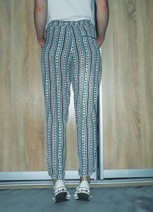 Крутые свободные брюки-слаксы в орнамент с карманами на высокой посадке zara3 фото