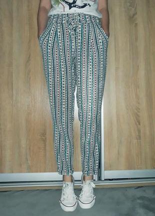 Крутые свободные брюки-слаксы в орнамент с карманами на высокой посадке zara5 фото