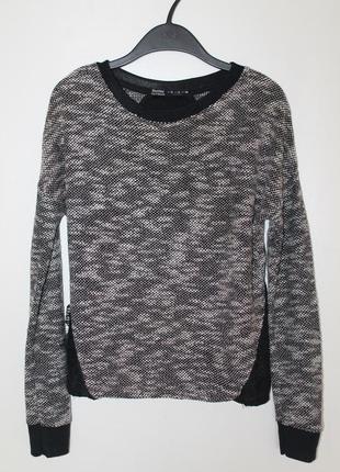 Серый хлопковый джемпер bershka. нарядный свитер