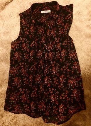 Блузка майка черная красная принт цветв
