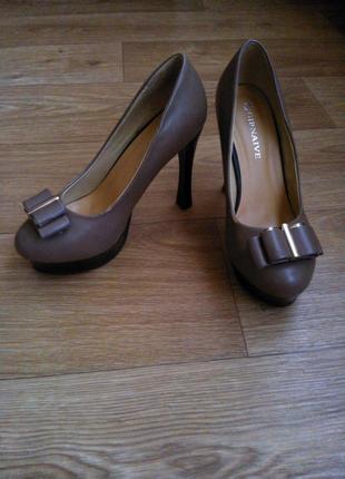 Элегантные коричневые туфли