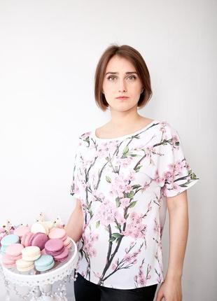 Нежная блузка с цветочным принтом