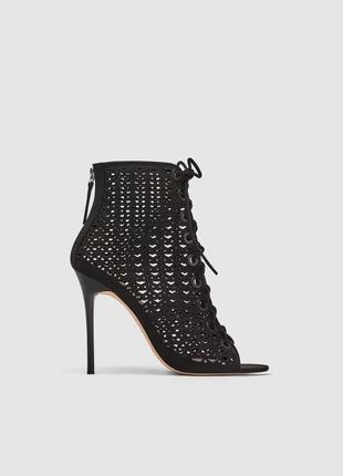 Босоножки со шнуровкой, на каблуке  от zara