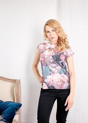 Легкая блузка с цветочным принтом