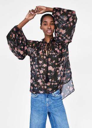 Блуза zara с цветочным принтом. оригинал, испания.