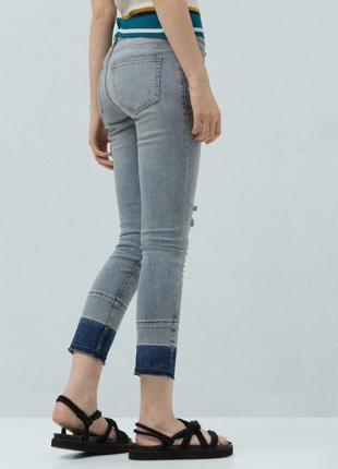 Крутые укороченные джинсы mango с градиентным низом