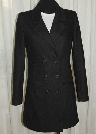 Серое тонкое пальто из шерсти