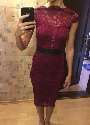 Стильное платье бордовое марсала