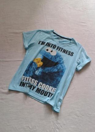 Хлопковая голубая футболка с прикольным принтом от love to lounge/размер м-наш 46-48