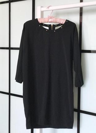 Базове стильне чорне плаття