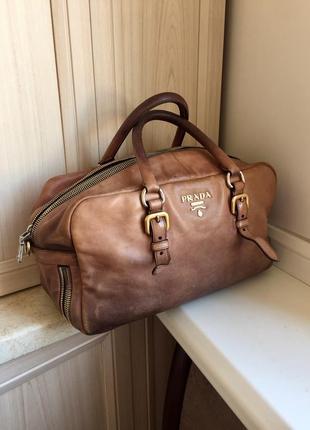Кожаная сумка prada (оригинал)