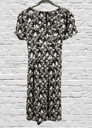 Черное платье миди с принтом