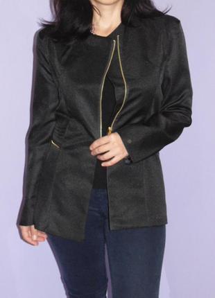 Черный пиджак на замочке