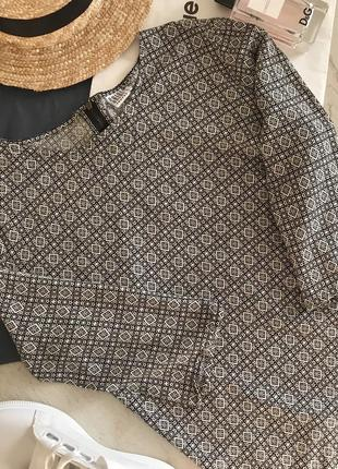 Актуальна блузка в геометричний принт