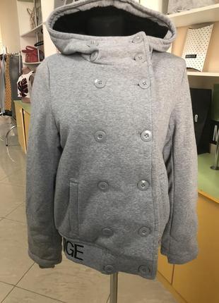 Трикотажная куртка с капюшоном