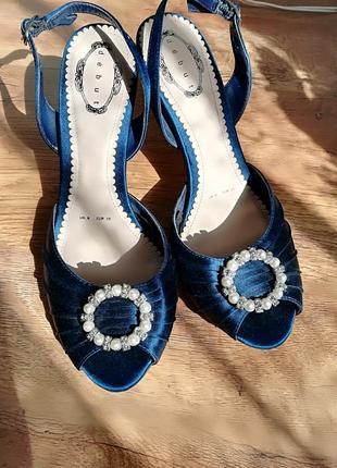Новые сатиновые туфли бренда debut 25см по стельке