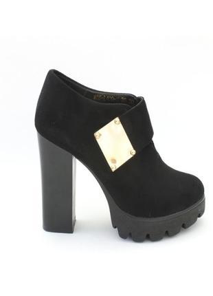 Очень классные ботиночки  39 размер  25см