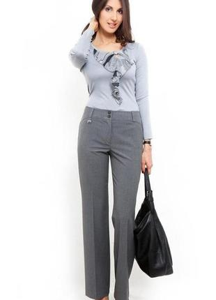 Стильные брюки в деловом стиле