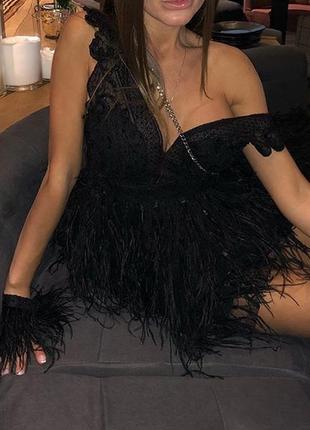 Платье с страусиными перьями