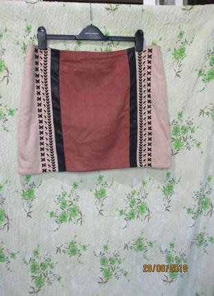 Стильная короткая замшевая юбка с кожаными вставками/переплетами uk 16/50 размер