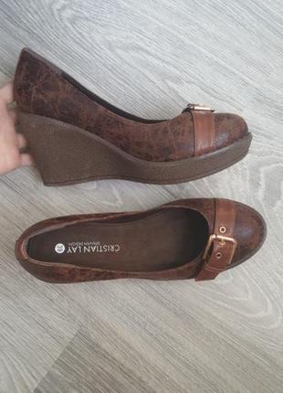 Новые кожаные туфли на танкетке 39 размер cristian lay коричневые