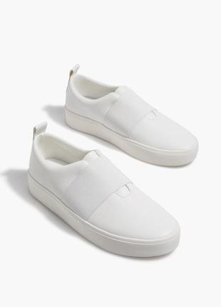 Белые слипоны, кеды , кроссовки с эластичными вставками stradivarius