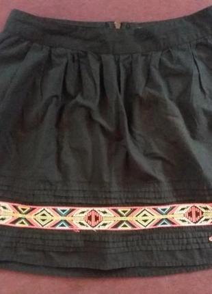 Черная юбка мини выше колена loft с орнаментом
