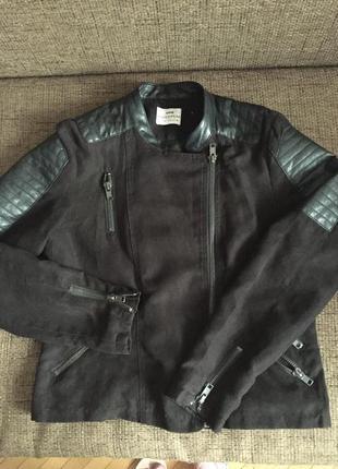 Куртка жіноча чорна