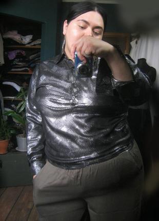 Очень красивая сияющая серебристая блуза sarah h