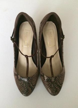 Кожаные туфли лодочки на среднем каблуке стелька 23,5 размер 36,5