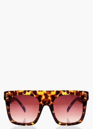 Boohoo. оригинал.солнцезащитные очкиа модном исполнении.