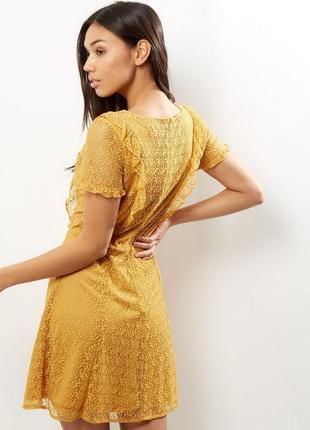Нежное кружевное платье с рюшами new look