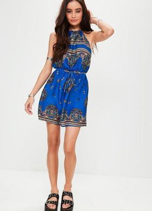 Яркое платье в платочный принт missguided a1071