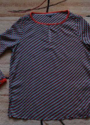 Очень красивая яркая блузка известного бренда
