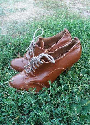 Ботинки на каблуке от atmosphere